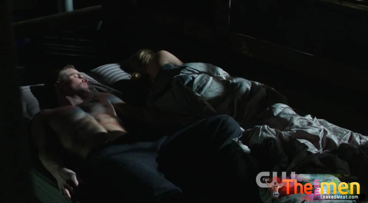 UNCENSORED: Stephen Amell Naked Photos & NSFW Videos