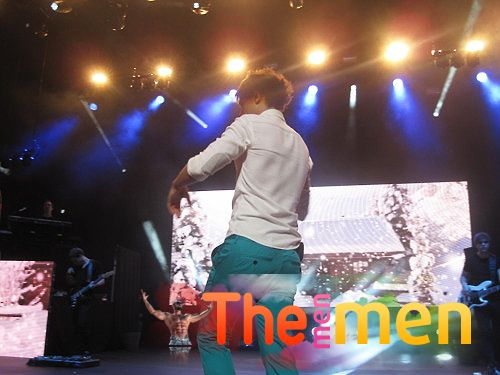 Louis Tomlinson and his ass